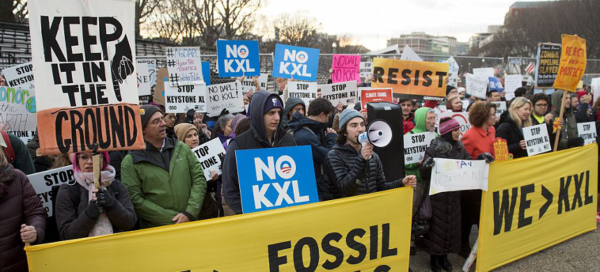 Opponents of the Keystone XL and Dakota Access pipelines hold a rally protesting President Donald Trump's plan to approve Keystone XL pipeline. (photo: Getty)