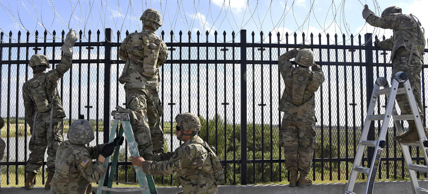 U.S. soldiers from various engineering units installing concertina wire on the Anzalduas International Bridge over the Rio Grande at the border with Mexico, in support of Operation 'Faithful Patriot,' in Texas, November 5, 2018. (photo: Daniel Hernandez/U.S. Air Force)
