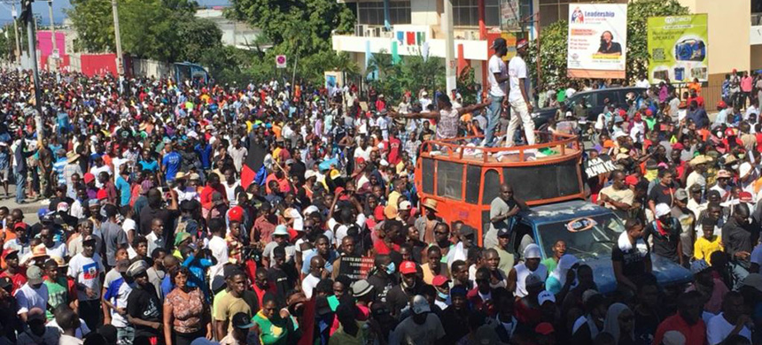 Thousands protest against corruption and demand the president's ouster in Port-au-Prince, Haiti, November 18, 2018. (photo: VOA)