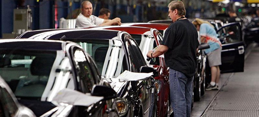 The announcement is the biggest restructuring in North America for the U.S.'s largest carmaker since its bankruptcy a decade ago. (photo: Mark Duncan/AP)