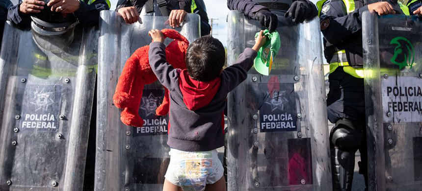 A toddler and the Mexican federal police. (photo: Getty Images)