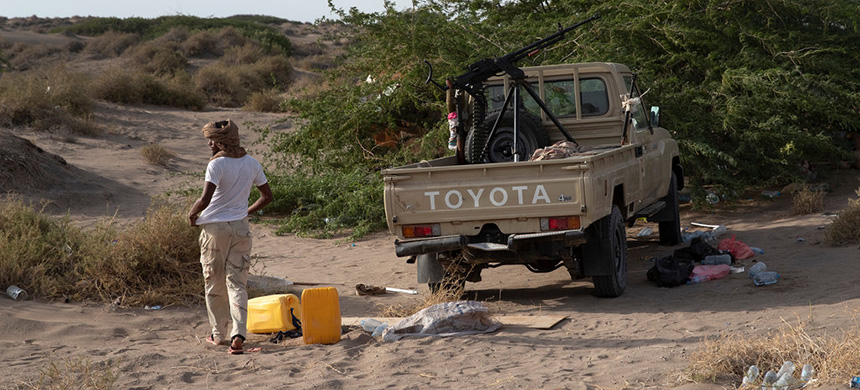 A Sudanese militiaman fighting under the command of the United Arab Emirates along the coastal highway leading to the contested port of Hudaydah, Yemen. (photo: Tyler Hicks/NYT)
