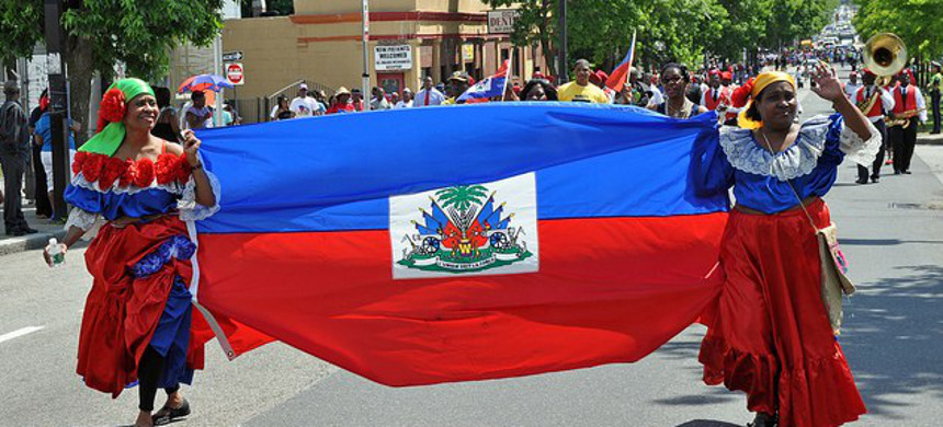 Women march with a Haitian Flag in New York. (photo: Lunion Suite)