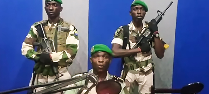 Lieutenant Kelly Ondo Obiang announced the seizure of power on national media. (photo: YouTube/AFP)