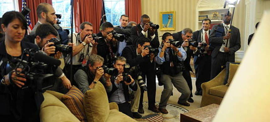 The media and photographers in the Oval Office. (photo: Getty Images)