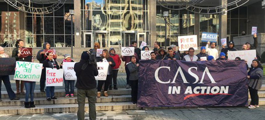 Community organizers from CASA and LatinoJustice calling for Roxana Orellana Santos's release outside ICE offices in Baltimore. (photo: Latino Justice)