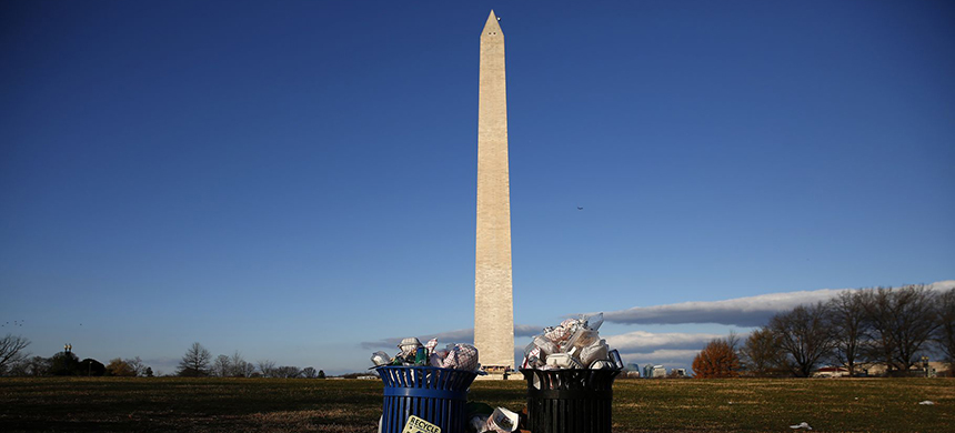 Trash begins to accumulate along the National Mall near the Washington Monument due to a partial shutdown of the federal government on December 24, 2018, in Washington, DC. (photo: Win McNamee/Getty Images)