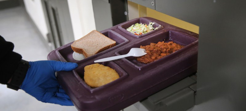 A meal in prison. (photo: John Moore/GQ)