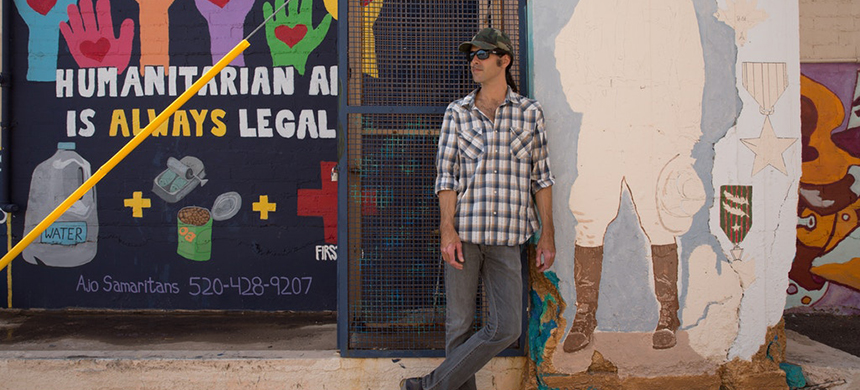 Scott Warren stands next to a community mural project created by the Ajo Samaritans, one of the humanitarian aid groups he works with in the region. (photo: Laura Saunders/The Intercept)