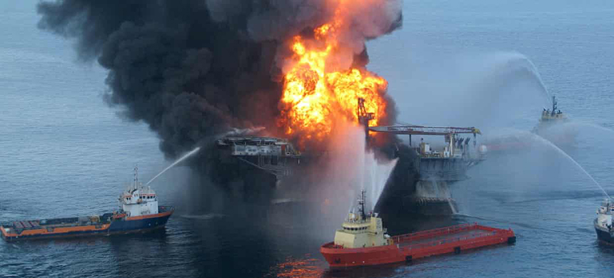 BP's Deepwater Horizon oil spill in 2010, which killed 11 workers, poured 4 million barrels of oil into the Gulf of Mexico. (photo: HO/AFP/Getty Images)