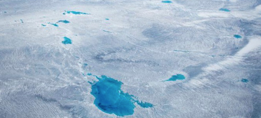 Greenland is covered with a vast amount of ice - but for how long? (photo: Michael Medford/National Geographic)