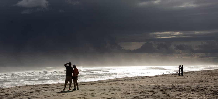 People in Atlantic Beach, North Carolina watch as Hurricane Florence threatens the Carolinas on 12 September 2018. (photo: Travis Long/TNS/Getty Images)