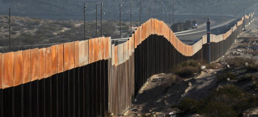 Border wall between U.S. and Mexico. (photo: Herika Martinez/Getty)