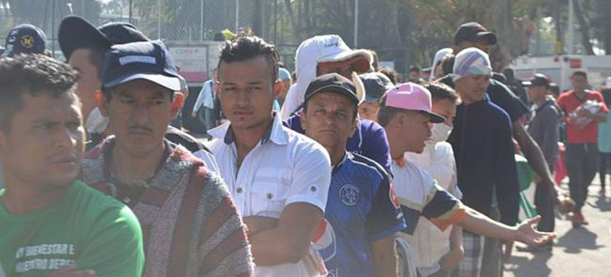 Line of migrants from Honduras, El Salvador and Guatemala waiting for breakfast in Mexico City in early November 2018. (photo: Wikimedia Commons/ProtoplasmaKid)