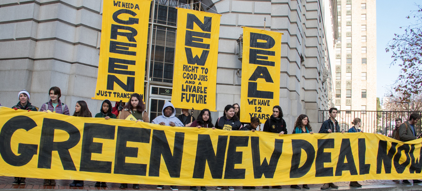Young activists demonstrate in favor of a Green New Deal at the U.S. Capitol building. (photo: Civil Eats)