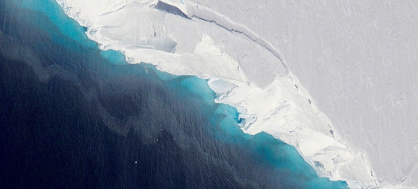 A gigantic cavity is growing at the bottom of Thwaites Glacier in West Antarctica, according to a new NASA-led study. (photo: NASA/OIB/Jeremy Harbeck)
