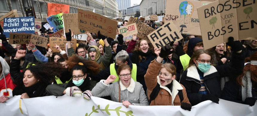The protests are injecting a new urgency into the debate around climate change. (photo: Eric Lalmand/Getty Images)