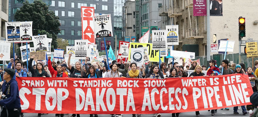 Demonstration in support of Standing Rock. (photo: Greenpeace)