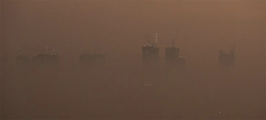 A general view of high-rise buildings shrouded by smog during an evening in Mumbai, India, January 18. (photo: Reuters)