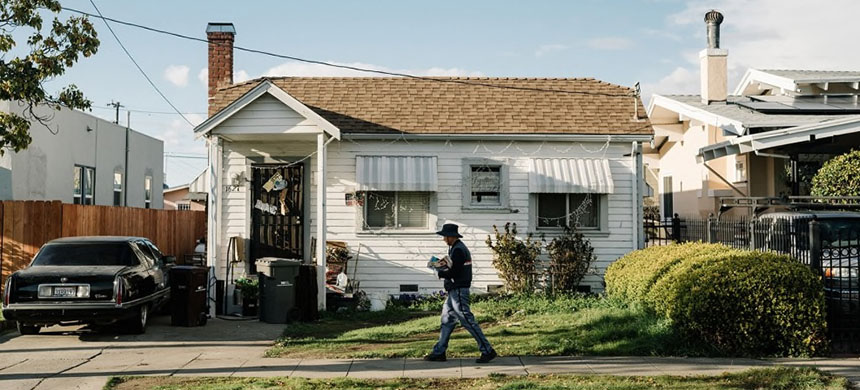 A house in East Oakland. 'We thought the banks were in the business of helping people, but they really didn't seem to care at all,' said Vanessa, 60, who is now active in her community helping others fend off foreclosure. (photo: Jason Henry/WP)