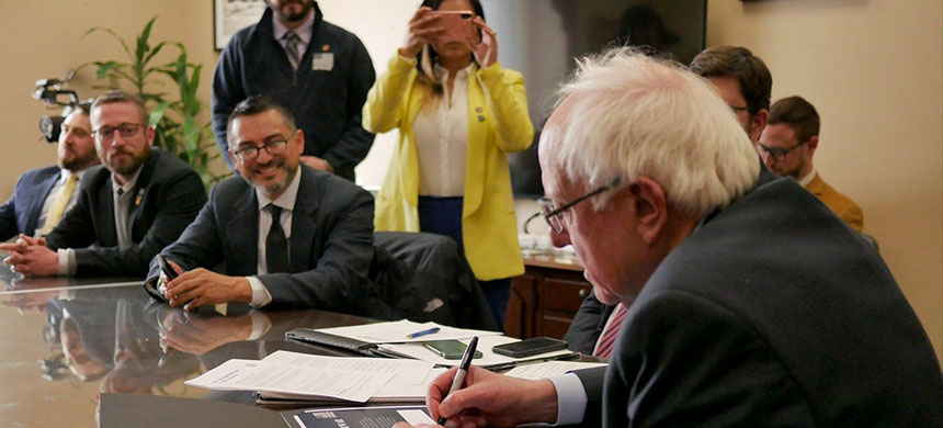 Members of Common Defense meet with Senator Bernie Sanders in Washington, D.C., March 1, 2019. (photo: Ryan Harvey/Common Defense)