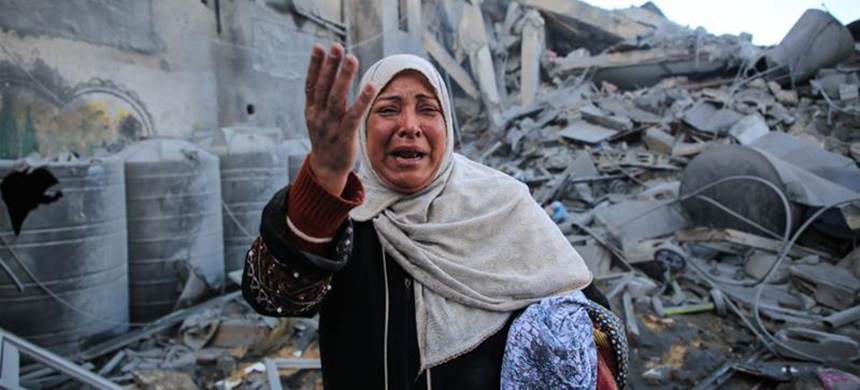 Maryam El Shawa standing in the wreckage of the Hassona building after Israeli warplanes bombed the building in the Rimal neighborhood of Gaza City. (photo: Anadolu Agency)