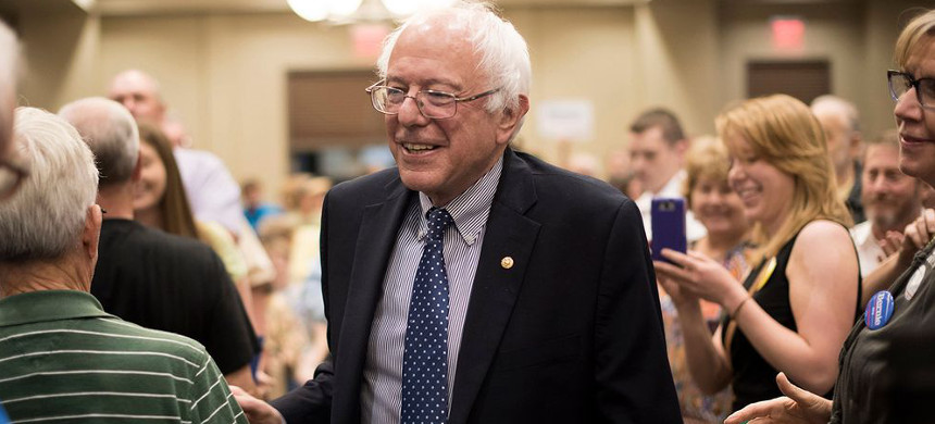 Senator Bernie Sanders arrives for a town hall meeting in Davenport, Iowa, May 28, 2015. (photo: Daniel Acker/Bloomberg)