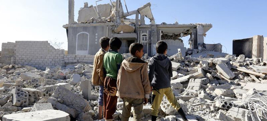 The Senate voted against a motion that called for an end to U.S. military aid to Saudi-led coalition forces fighting in Yemen. (photo: Yahya Arhab/EPA)