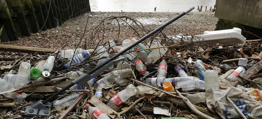 Plastic rubbish washed up on the north bank of the River Thames in London. (photo: Matt Dunham/AP)