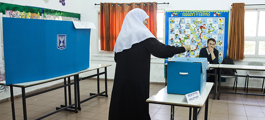 An Israeli-Arab woman casts her ballot on April 9, 2019, in the village of Kafir Qasim. (photo: Amir Levy/Getty Images)
