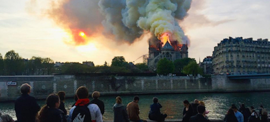 A fire destroyed the roof of the 850-year-old UNESCO world heritage landmark, whose spectacular Gothic spire collapsed as orange flames and clouds of grey smoke billowed into the sky. (photo: AFP)