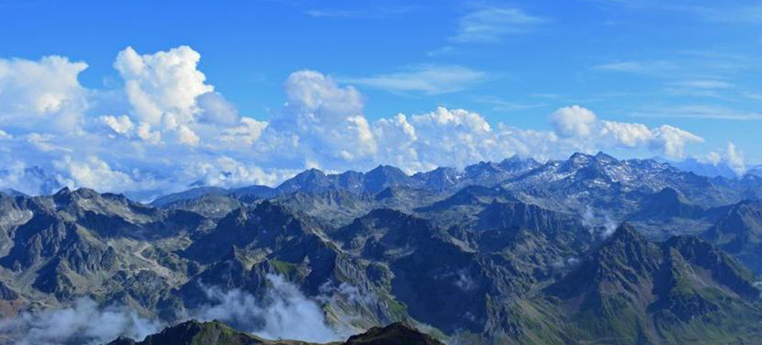 Scientists measured airborne microplastic particles in the French Pyrenees. (photo: Max Pixel/CC)