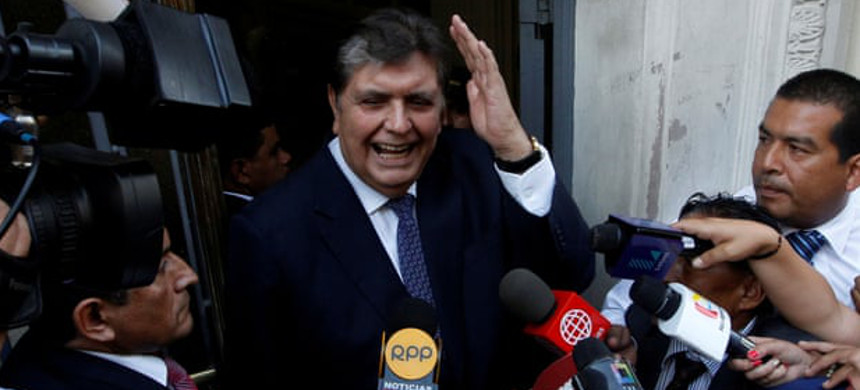 The former president of Peru Alan García arrives at the national prosecution office to testify in the Odebrecht case in Lima on 16 February 2017. (photo: Guadalupe Pardo/Reuters)