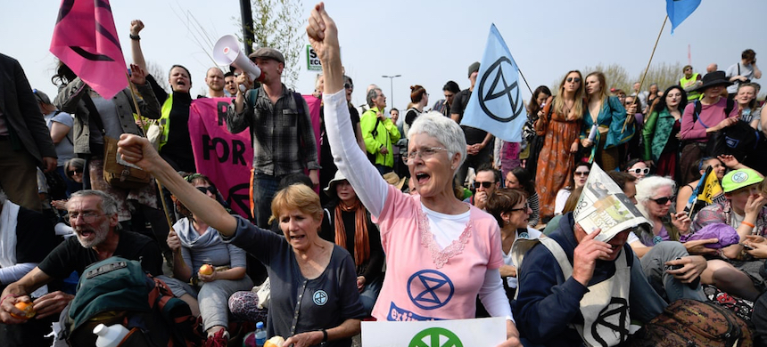 Extinction Rebellion climate change protesters occupy Waterloo Bridge in London. (photo: Andy Rain/EPA)