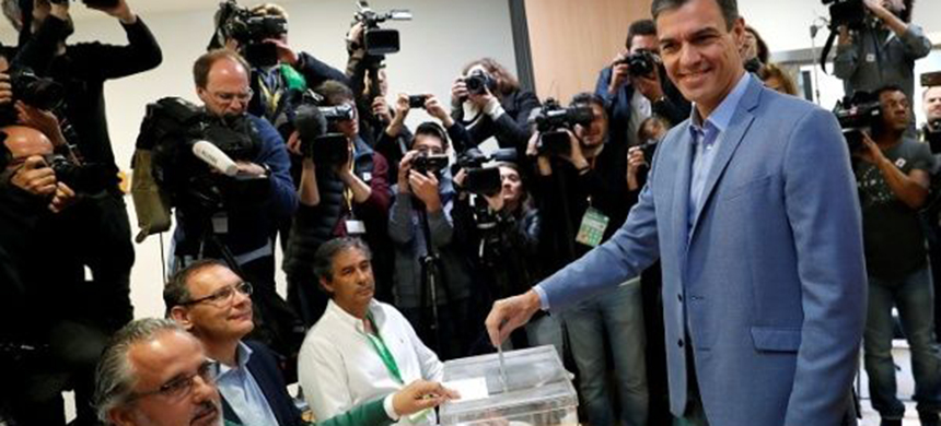 Voting was underway Sunday in Spain's most divisive and open-ended election in decades, set to result in a fragmented parliament in which the far-right will get a sizeable presence for the first time since the country's return to democracy. (photo: Reuters)