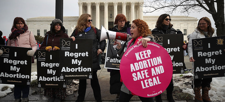 Protesters on both sides of the abortion issue in Washington D.C. (photo: Mark Wilson/Getty Images)