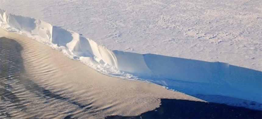 The front of the Ross Ice Shelf floats in the Ross Sea, as seen from the cockpit of an LC130 aircraft flown by the New York Air National Guard. (photo: Matt Siegfried/Flikr)