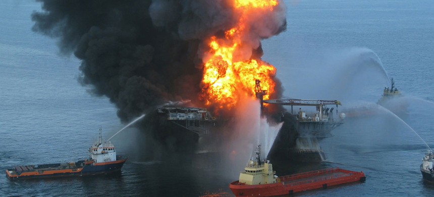 Deepwater Horizon Oil platform on fire. (photo: US Coastguard)