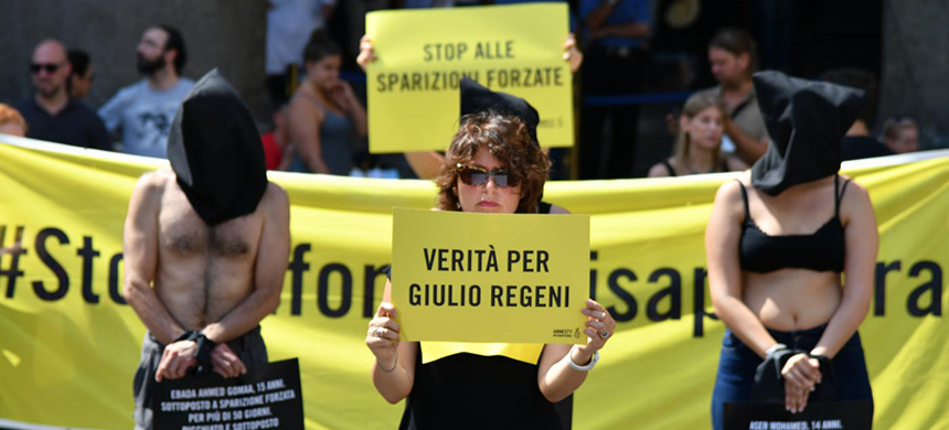 Amnesty International activists perform a flash mob in Rome's Pantheon square to remember late Italian student Giulio Regeni and other victims following their last report. (photo: AFP)