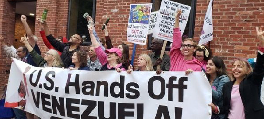 Anti-war activists from Code Pink NGO protests against U.S. interventionist policies against the Venezuelan government. (photo: Answer Coalition)