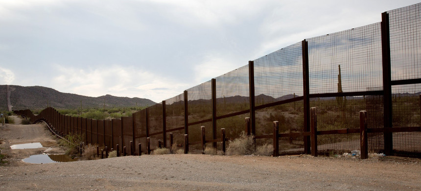 The view across the border fence from Sonoyta, facing Lukeville, Arizona. (photo: Laura Saunders/The Intercept)