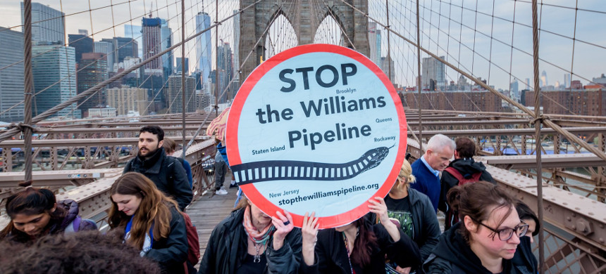 Protesters march across the Brooklyn Bridge to demand Governor Cuomo block the Williams Northeast Supply Enhancement Pipeline. (photo: Erik McGregor/Getty)