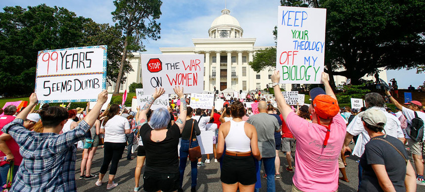 Protesters for women's rights hold a rally on the Alabama Capitol steps to protest a law passed last week making abortion a felony in nearly all cases. (photo: Butch Dill/AP)