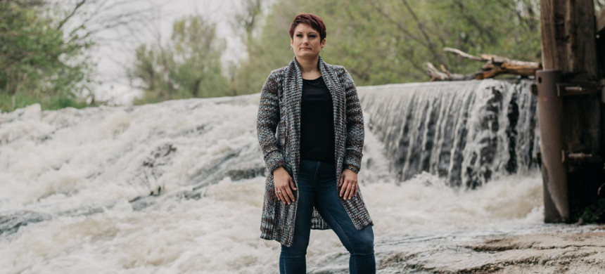 Liz Rosenbaum, co-founder of the Fountain Valley Clean Water Coalition, at Fountain Creek in Colorado. (photo: Benjamin Ramissen/Guardian UK)