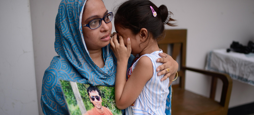 Farzeena Akhter says she just wants to know if her husband Parvez Hossain is alive. (photo: Mahmud Hossain Opu/Al Jazeera)