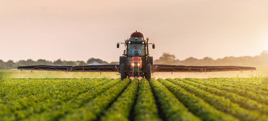 Farmer applies pesticides on his crops. (photo: Shutterstock)