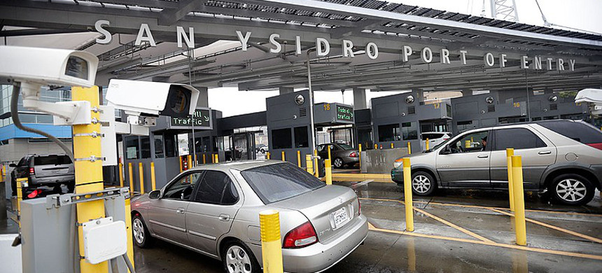 Cars wait to enter the United States from Tijuana through the San Ysidro Port of Entry, December 3, 2014. (photo: Gregory Bull/AP)