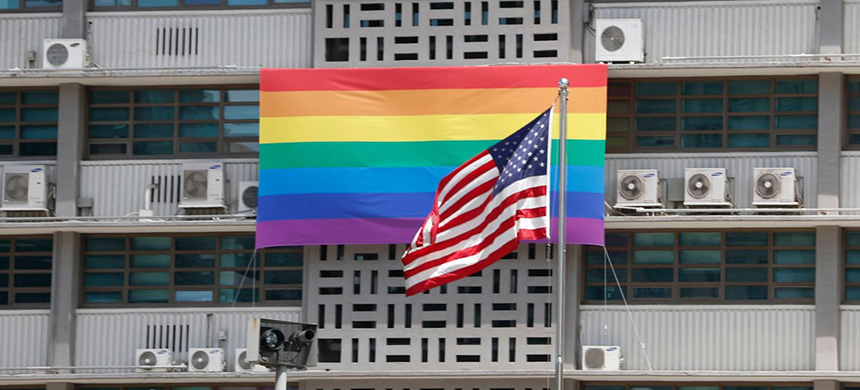 A rainbow flag hangs on the U.S. Embassy in Seoul on May 20, 2019. (photo: Jeon Heon-Kyun/EPA-EFE/Shutterstock)