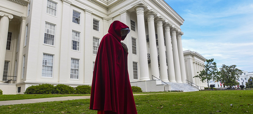 A protester wearing a Handmaid's Tale costume. (photo: Julie Bennett/Getty Images)