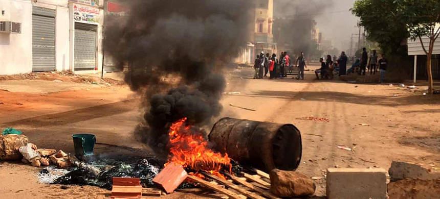 Demonstrators block a main road in Khartoum, the capital of Sudan, during a general strike. (photo: Anadolu Agency/Getty Images)